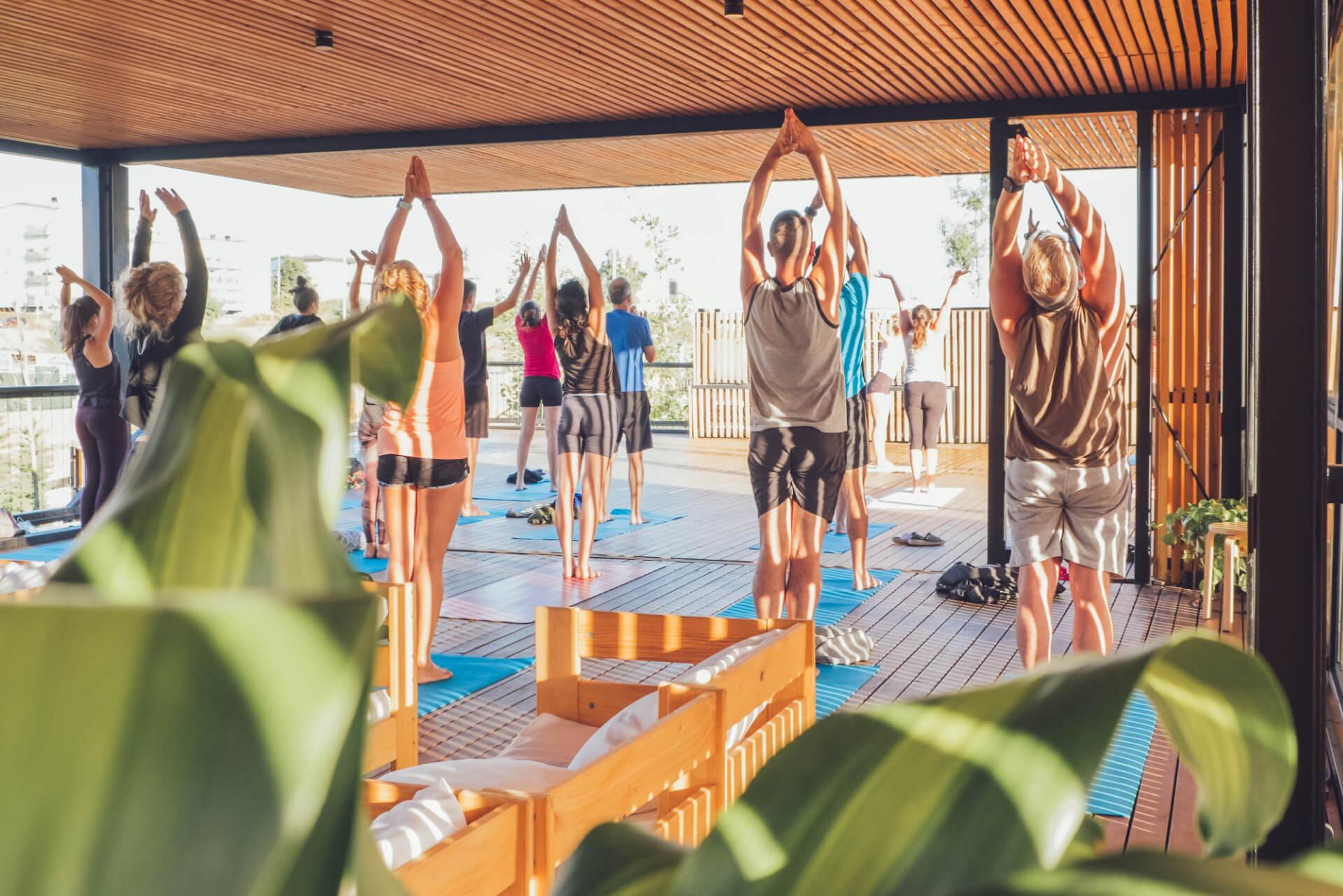 cursos de yoga en Moana Surf House País Vasco Bizkaia