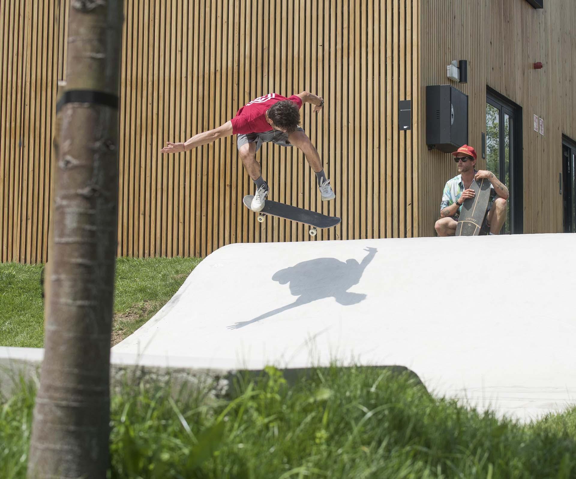 Cursos de skate en Moana Surf camp Bilbao